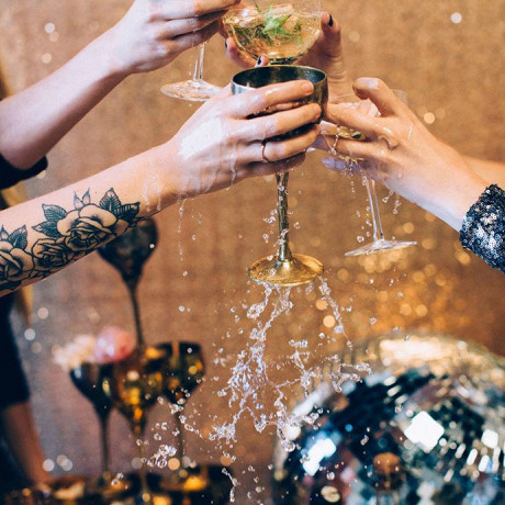 10 Fun Toasting Traditions to Try Out This New Years Eve
