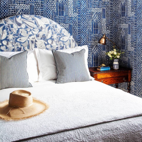 25 Restaurants & Hotels With The Most Beautiful Wallpaper