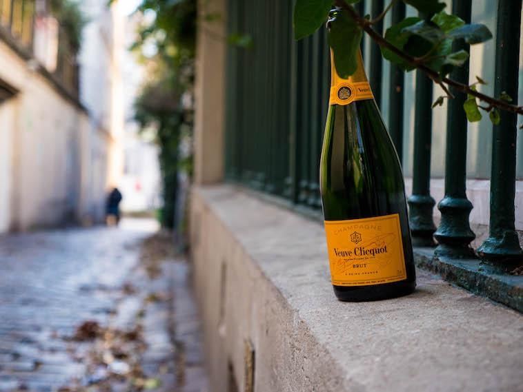 Where to sip champagne in Paris...Click here!