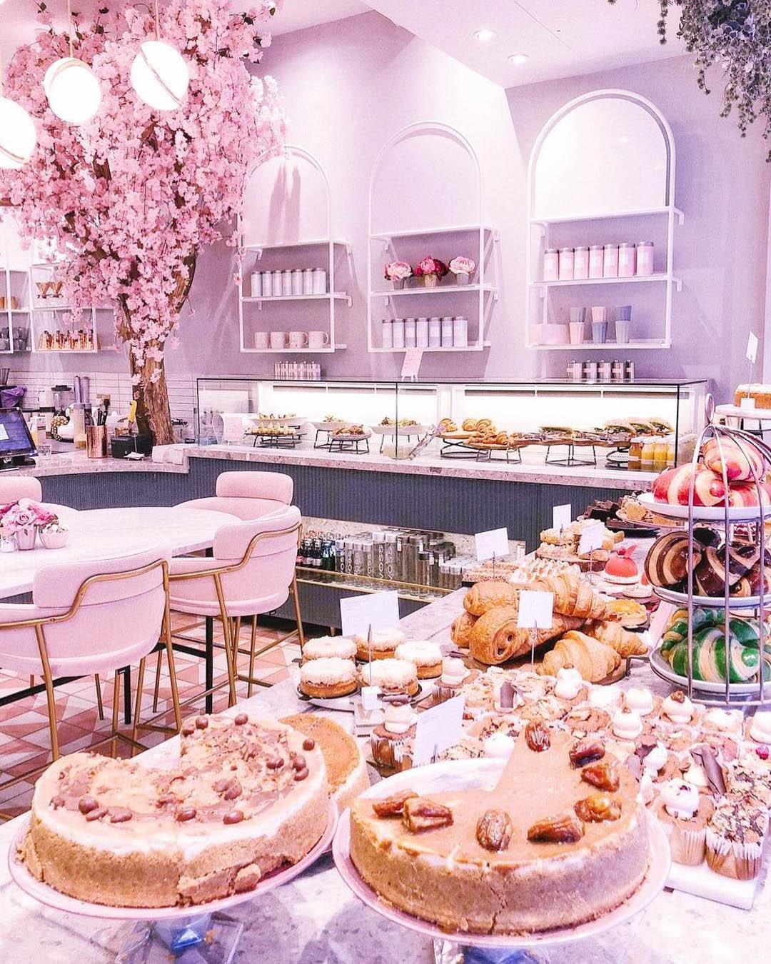 時尚粉紅的咖啡店