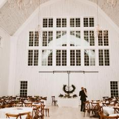 See Why the White Sparrow Barn Makes for the Most Gorgeous Winter Wedding