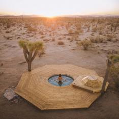 This Saltwater Pool in The Mojave Desert Is Not a Mirage
