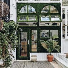 You Have to See This Greenery Covered Glass Café in Brooklyn