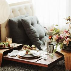 How to Host Your Own Cozy Indoor Picnic for the Holiday Season