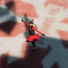 """Bachelorette Bucket List Of The Week: Sip & Skate at the """"Coolest"""" Club in NYC - The Standard High Line"""