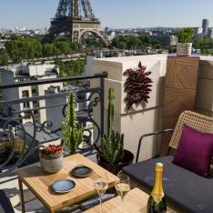 A Rooftop Pop-Up Champagne Bar in Paris With the Best Views of the Eiffel Tower