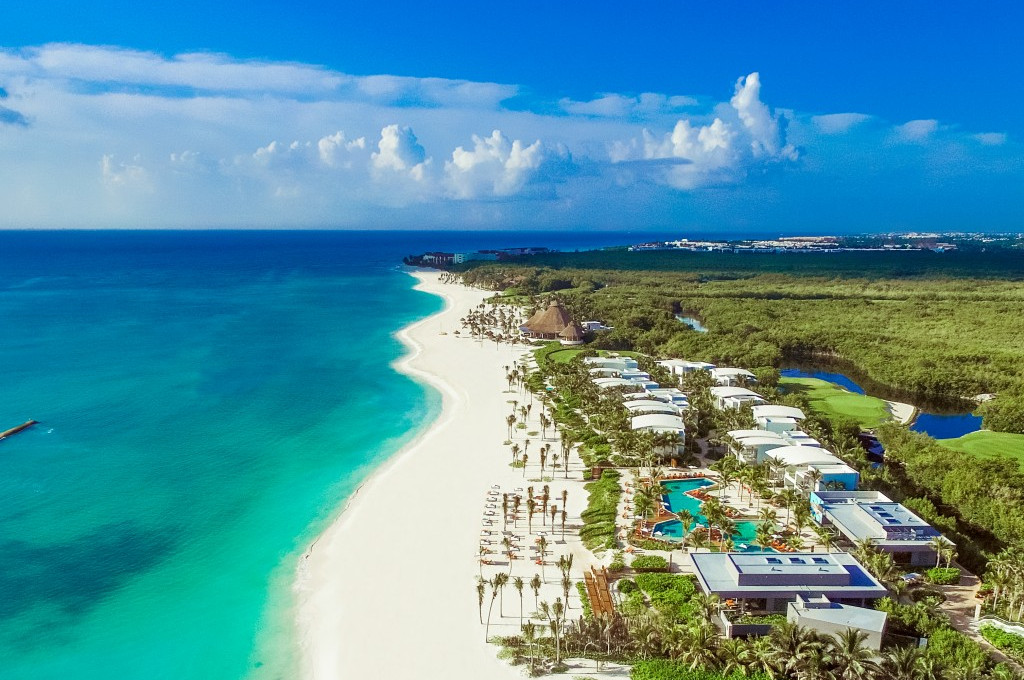 Travel to Andaz Mayakoba for Your Next Group Buyout