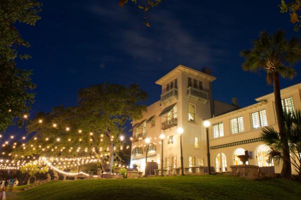 the contemporary austin at laguna gloria photographer q weddings photography