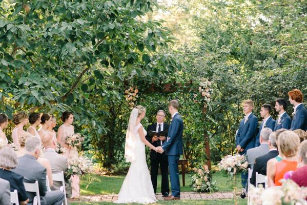 the inn at fernbrook farms 16 - Fernbrook Gardens Wedding Package Rates 2018