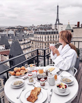 hotel san regis paris - balcony.jpg