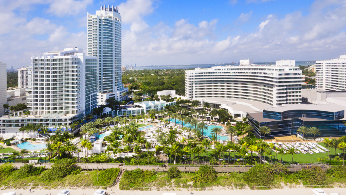 Fontainebleau miami beach mid beach miami beach for Boutique hotel fontainebleau