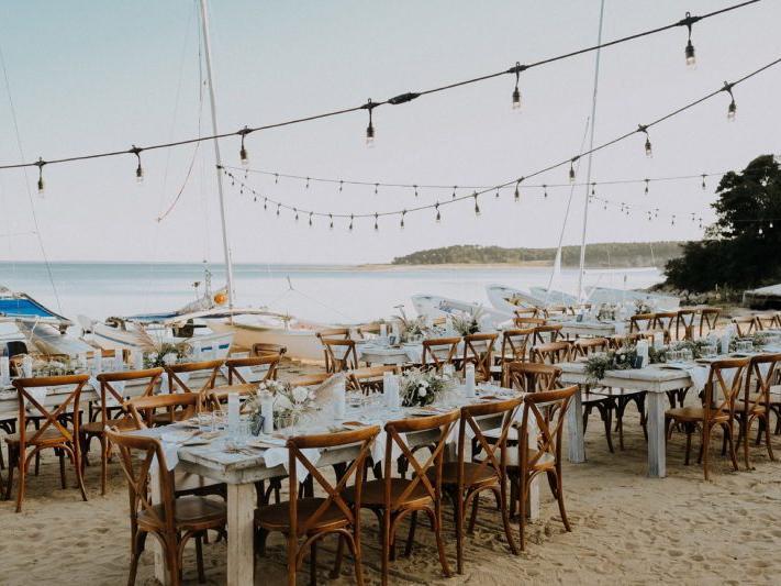 Dreamy Coastal Wedding Decor Ideas to Tie the Knot, Chequessett FatOrangeCatStudio 01