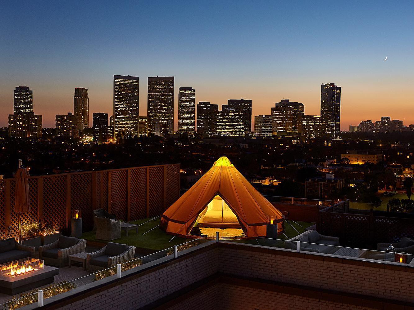 浪漫的野外露营 帐篷酒店贝弗利威尔希尔阳台套房