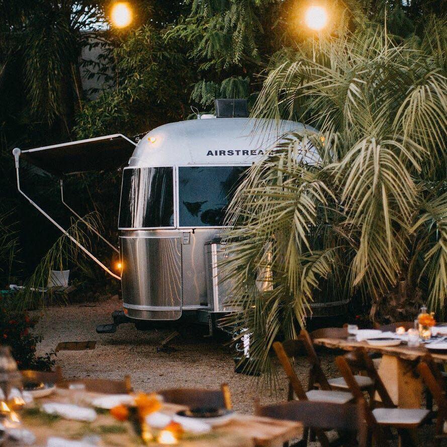 浪漫的野外露营 帐篷酒店大篷车前哨站