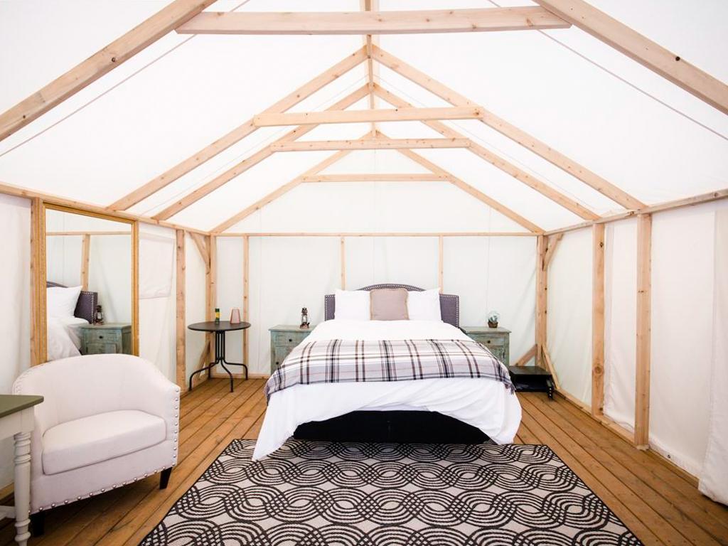 浪漫的野外露营 帐篷酒店元素豪华帐篷营地