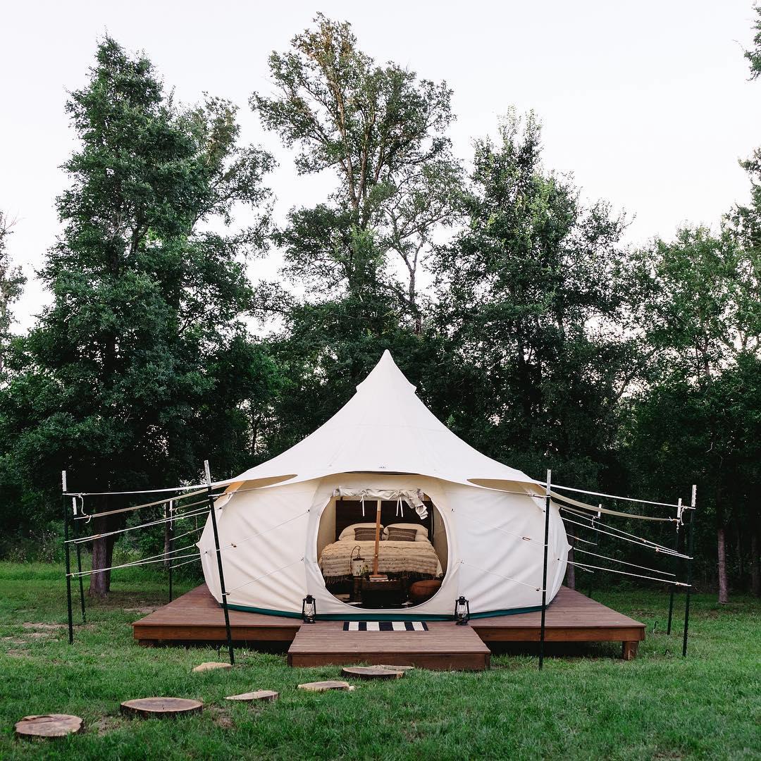 浪漫的野外露营 帐篷酒店绿地精品度假屋