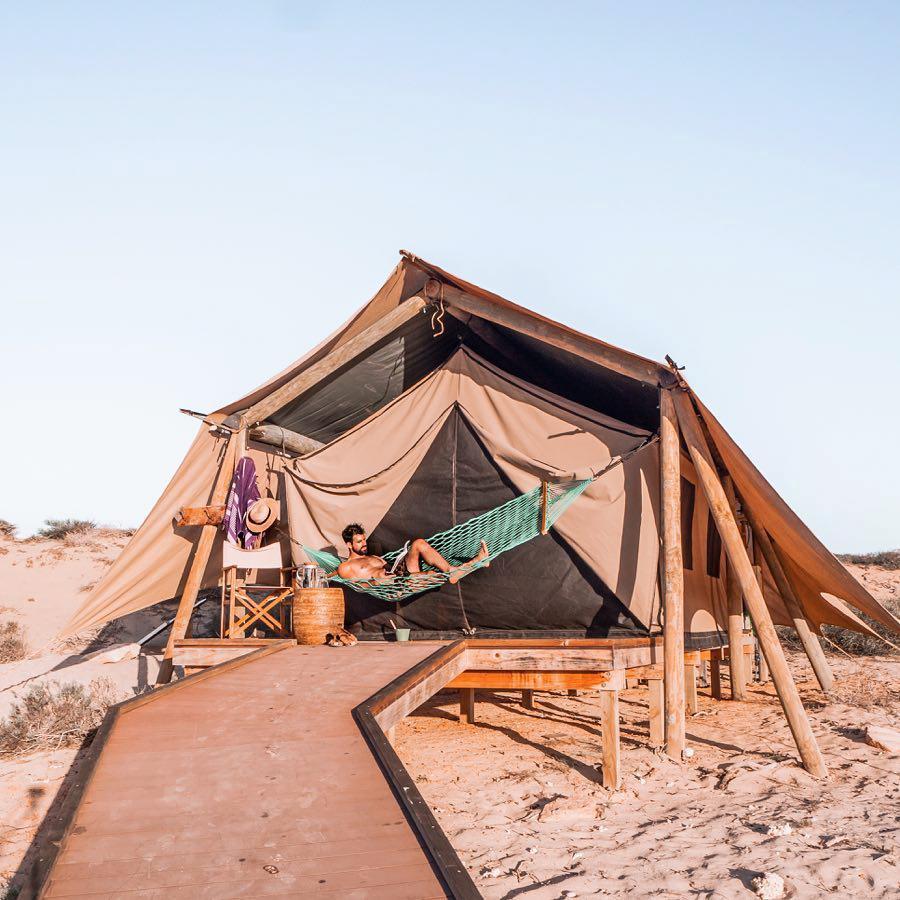 浪漫的野外露营 帐篷酒店萨尔萨利斯宁格鲁礁
