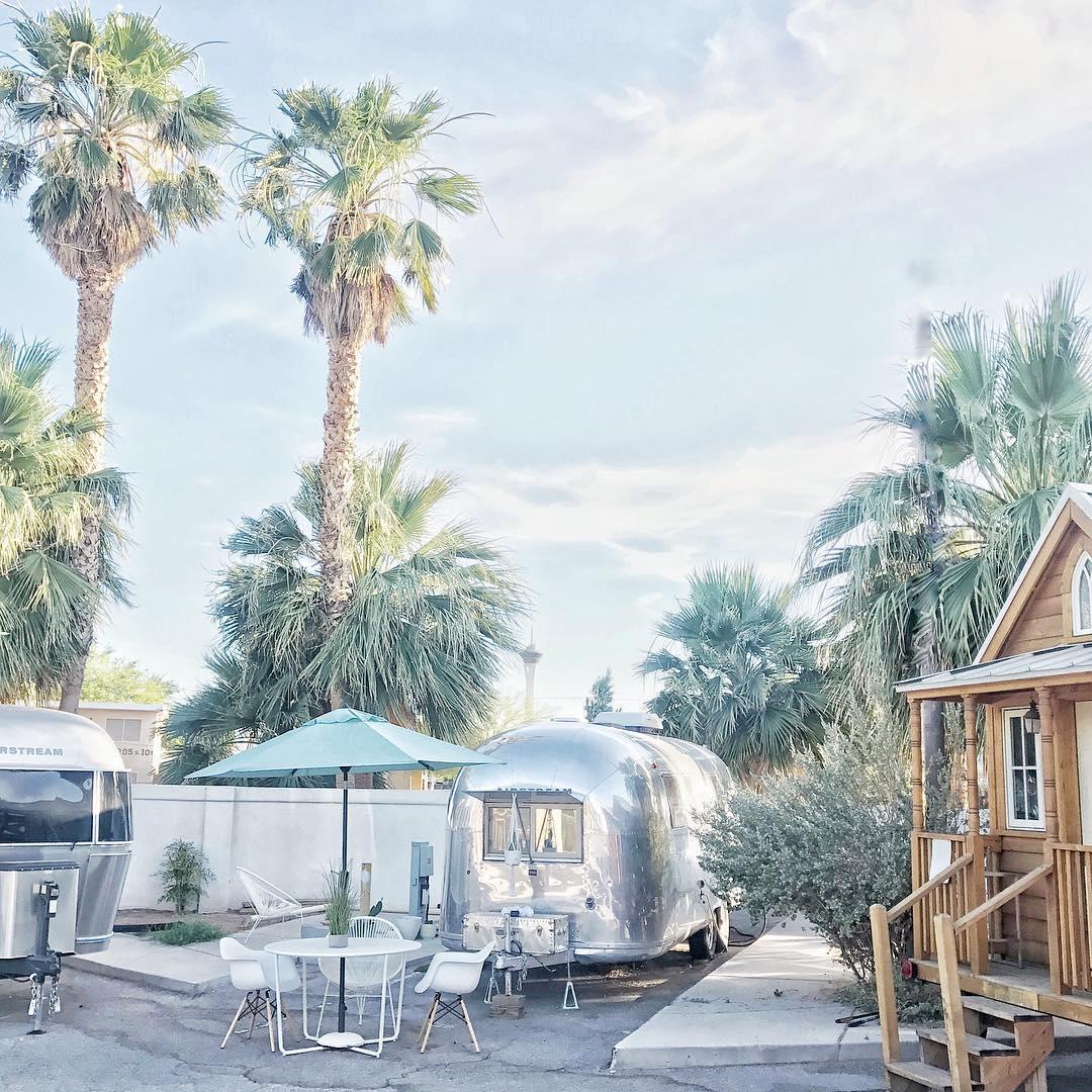 浪漫的野外露营 帐篷酒店银拖车