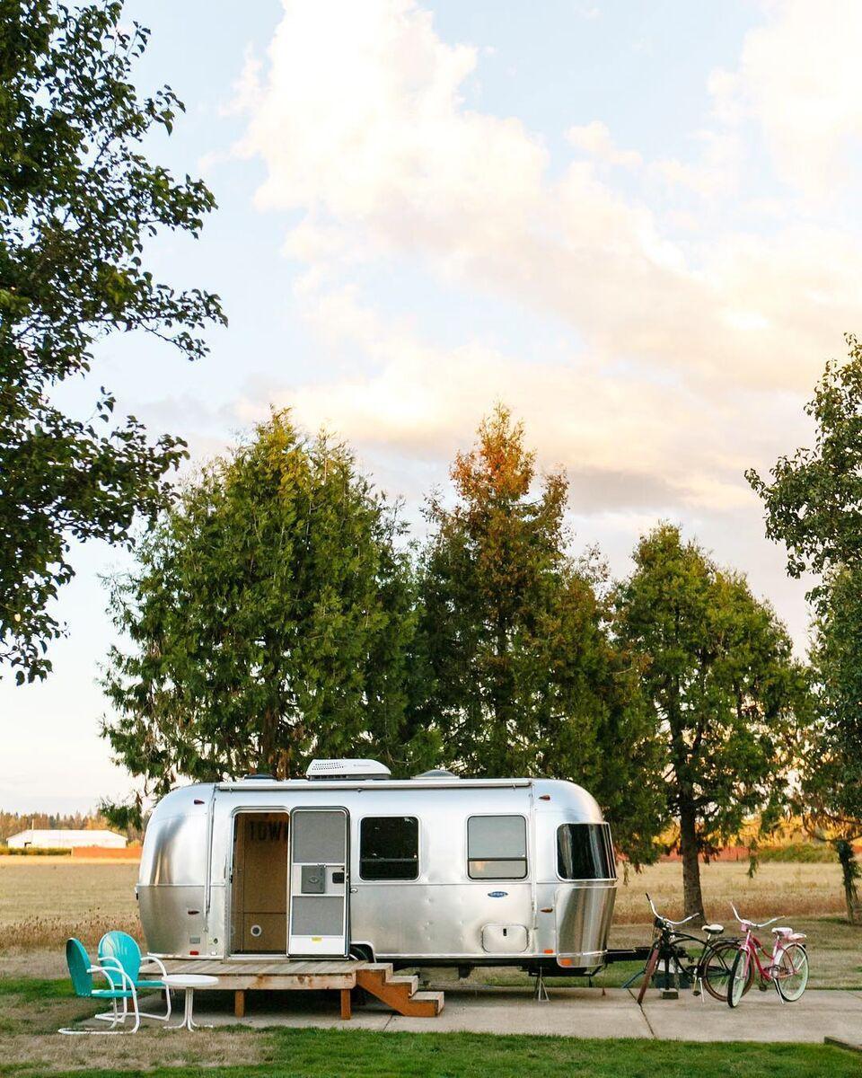 浪漫的野外露营 帐篷酒店复古拖车度假酒店