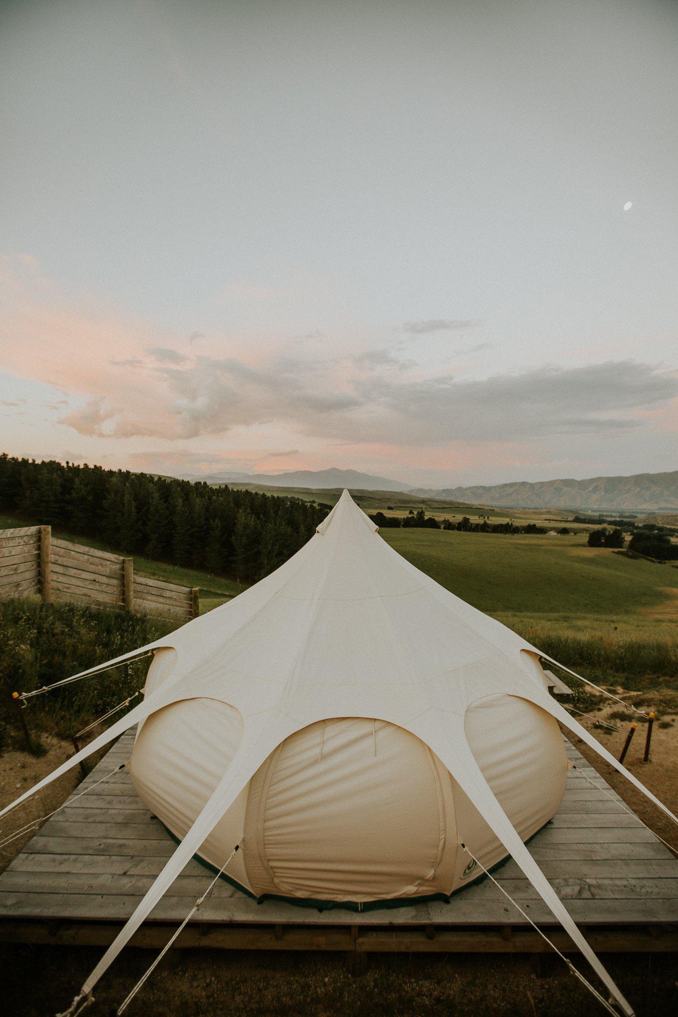 浪漫的野外露营 帐篷酒店山谷美景