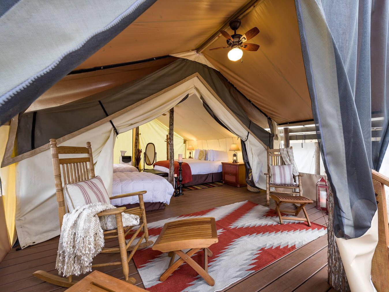 浪漫的野外露营 帐篷酒店韦斯特盖特河牧场度假村和圈地