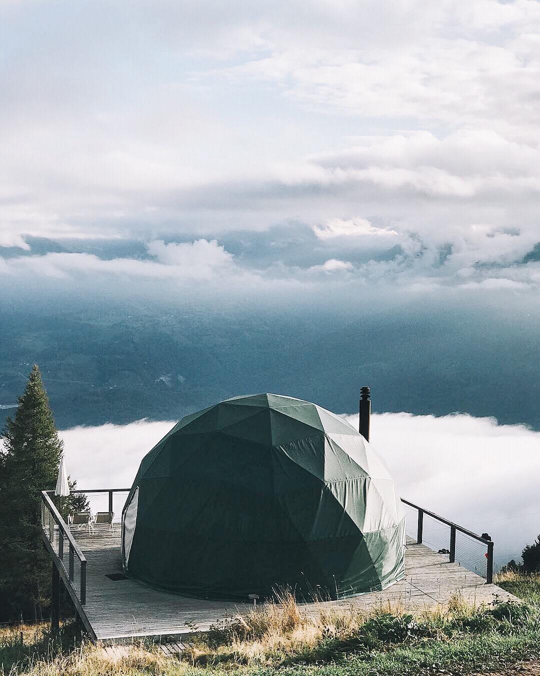 浪漫的野外露营 帐篷酒店白荚