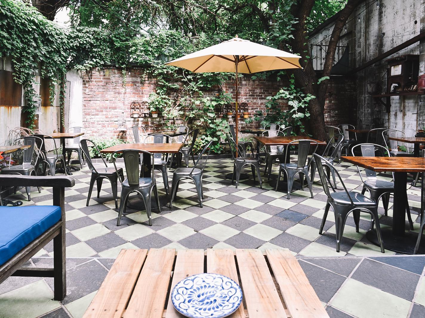 Outdoor Dining Drinking Spots