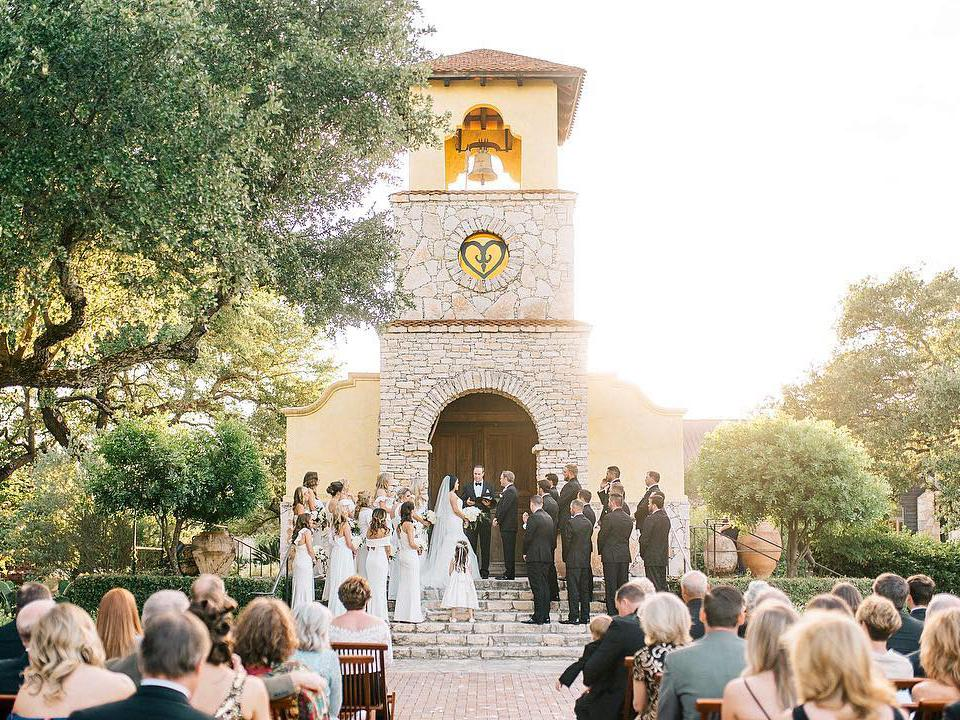 21 Unique & Extraordinary Wedding Venues In Austin