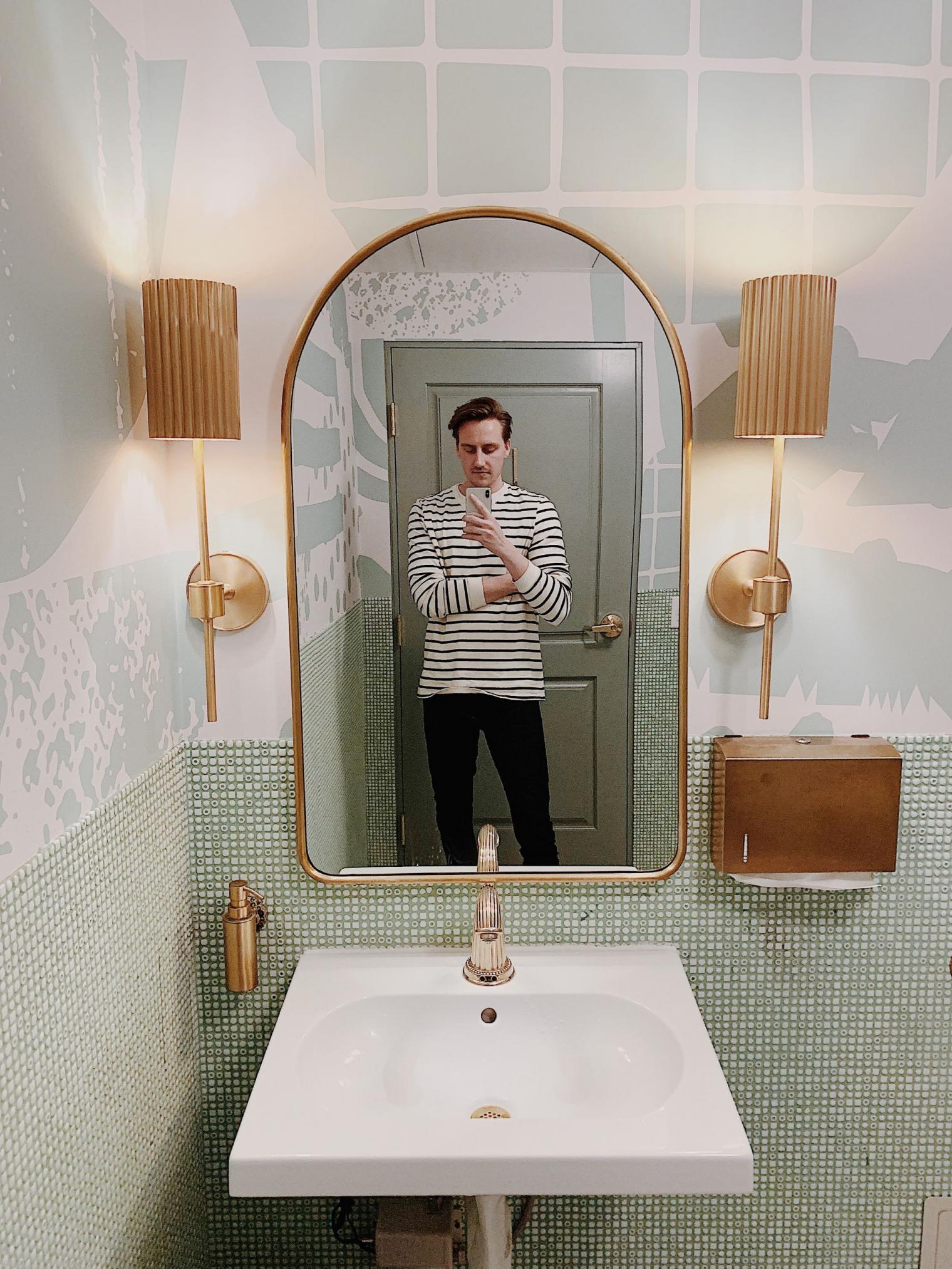 Bathroom Selfie: 10 Of Southern California's Best Bathrooms For Selfies